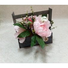 Ящик для цветов с оригинальной ручкой