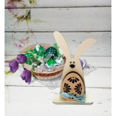 Пасхальный кролик с яйцом