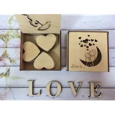 "коробка ""Love is"" с сердечками"